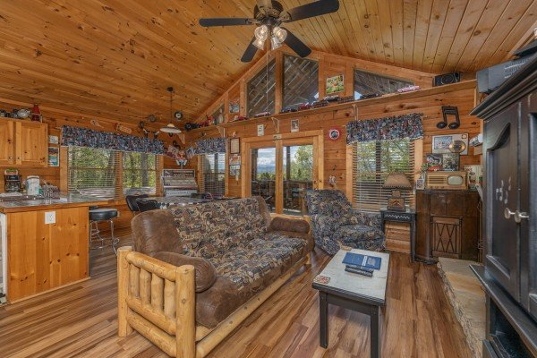 at rock around the clock a 1 bedroom cabin rental located in pigeon forge