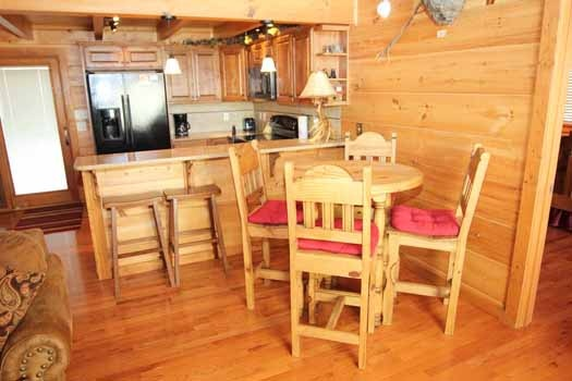 dining table for four at cedar creeks a 2 bedroom cabin rental located in douglas lake