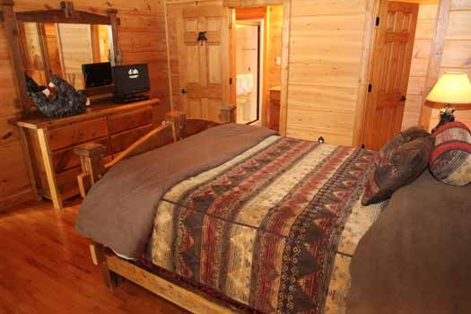 dresser at foot of bed at cedar creeks a 2 bedroom cabin rental located in douglas lake
