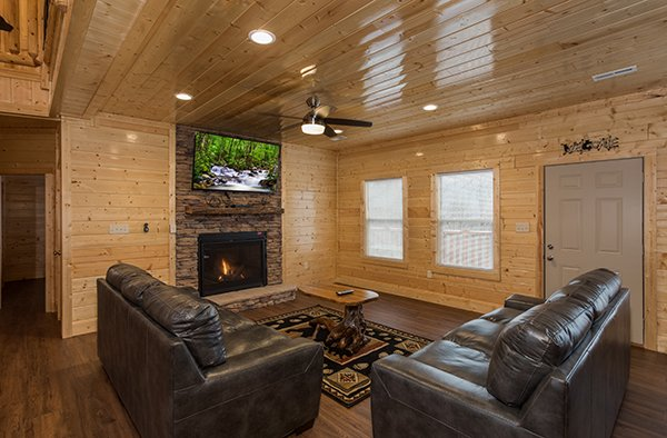 Fireplace and TV in the living room at Splash Mountain Lodge a 4 bedroom cabin rental located in Gatlinburg