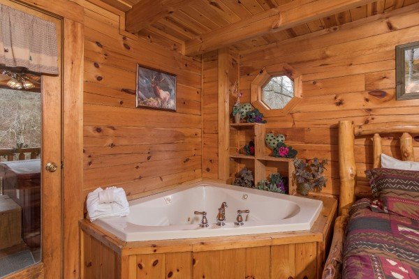 Jacuzzi in the king bedroom at Gettin' Lucky, a 1-bedroom cabin rental located in Gatlinburg