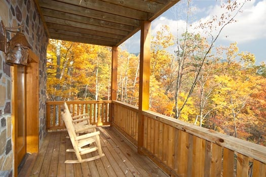deck with rockers at settlin' inn a 3 bedroom cabin rental located in gatlinburg