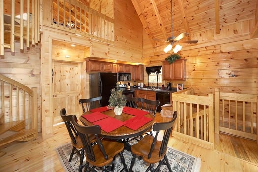 dining area at settlin' inn a 3 bedroom cabin rental located in gatlinburg