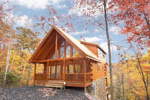 exterior front view at settlin' inn a 3 bedroom cabin rental located in gatlinburg