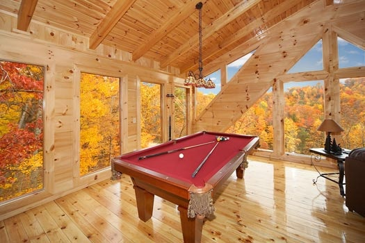 game room with pool table at settlin' inn a 3 bedroom cabin rental located in gatlinburg