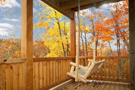 lower deck with log swing at settlin' inn a 3 bedroom cabin rental located in gatlinburg