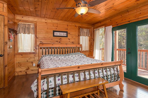 King sized bed at Rocky Top Lodge, a 3 bedroom cabin rental located in Pigeon Forge
