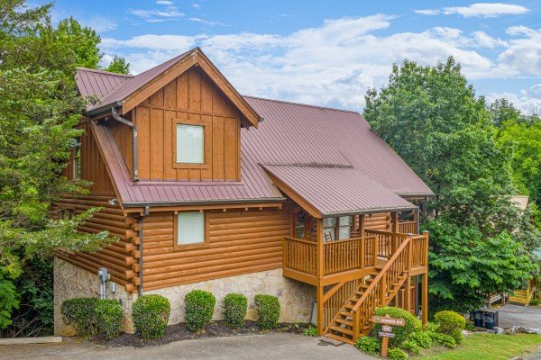 Logged Inn, a 3 bedroom cabin rental located in Pigeon Forge
