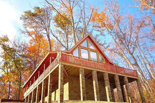 exterior rear view at mountain wonderland a 3 bedroom cabin rental located in pigeon forge