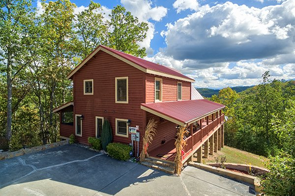 Parking area and cabin exterior at Mountain Wonderland, a 3 bedroom cabin rental located in Pigeon Forge