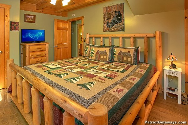 Bedroom with a king bed at Picture Perfect Hideaway, a 2 bedroom cabin rental located in Pigeon Forge