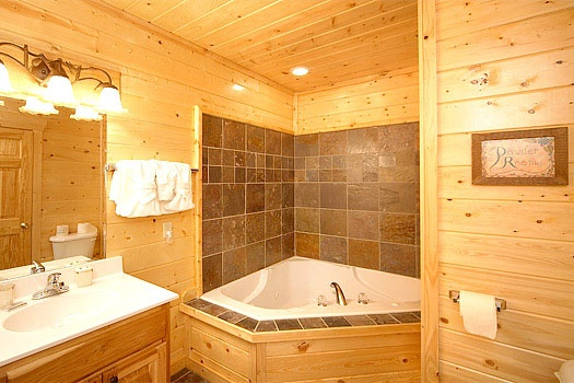ensuite with jacuzzi tub at elk ridge lodge a 4 bedroom cabin rental located in gatlinburg