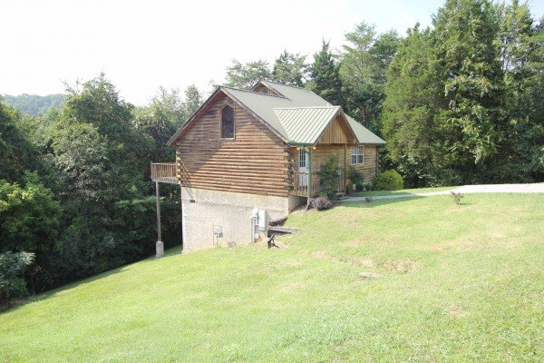 Side exterior view of Bear it All, a 2-bedroom cabin rental located in Sevierville
