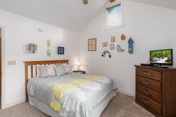 Second bedroom with television at Bear it All, a 2-bedroom cabin rental located in Sevierville