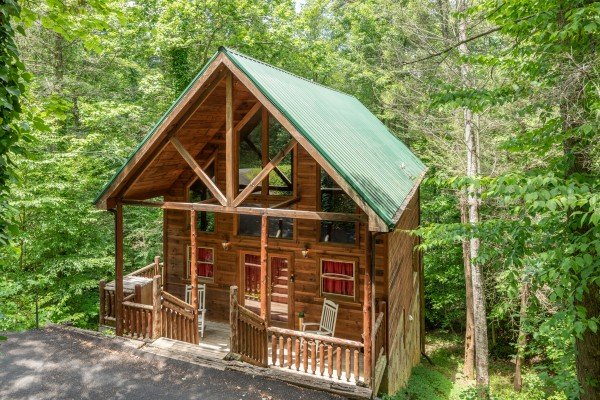 Logan's Smoky Den, a 2 bedroom cabin rental located in Pigeon Forge