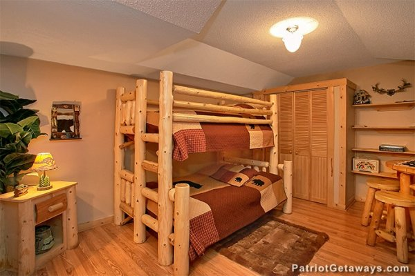 Log bunk bed at Bear Creek, a 4-bedroom cabin rental located in Pigeon Forge