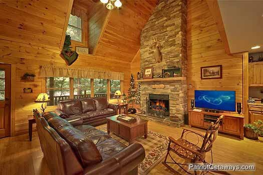 living room with tall cathedral style ceilings at bear creek a 4 bedroom cabin rental located in pigeon forge