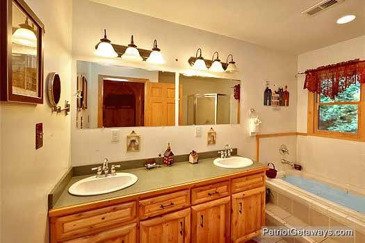 third floor bathroom with double sink vanity at bear creek a 4 bedroom cabin rental located in pigeon forge