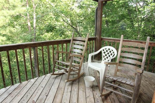 rockers on the deck at just hanging out a 3 bedroom cabin rental located in pigeon forge