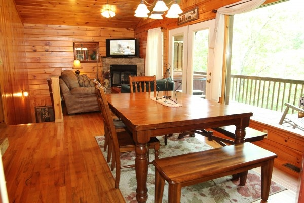 dining area at just hanging out a 3 bedroom cabin rental located in pigeon forge