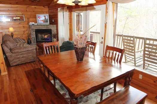 dining area table at just hanging out a 3 bedroom cabin rental located in pigeon forge