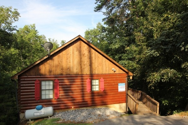 just hanging out a 3 bedroom cabin rental located in pigeon forge
