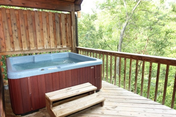 hot tub at just hanging out a 3 bedroom cabin rental located in pigeon forge