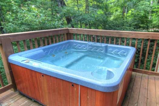 hot tub on the deck at knotty & nice a 1 bedroom cabin rental located in gatlinburg