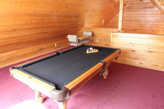 lofted game room with pool table at knotty & nice a 1 bedroom cabin rental located in gatlinburg