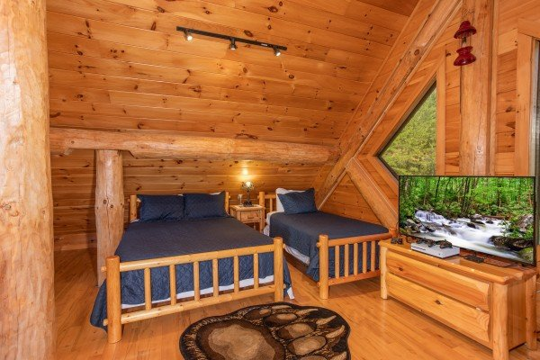 Room with three queen beds and two twin beds at Great View Lodge, a 5-bedroom cabin rental located in Pigeon Forge