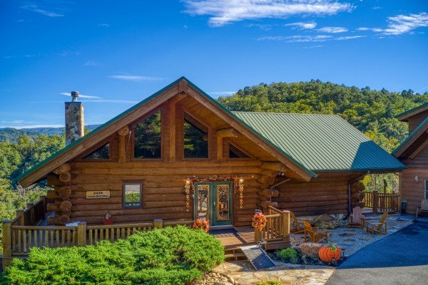 Looking at the entryway from the driveway at Great View Lodge, a 5-bedroom cabin rental located in Pigeon Forge