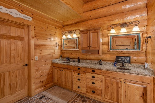 En suite bath on the main floor with double vanity sinks at Great View Lodge, a 5-bedroom cabin rental located in Pigeon Forge