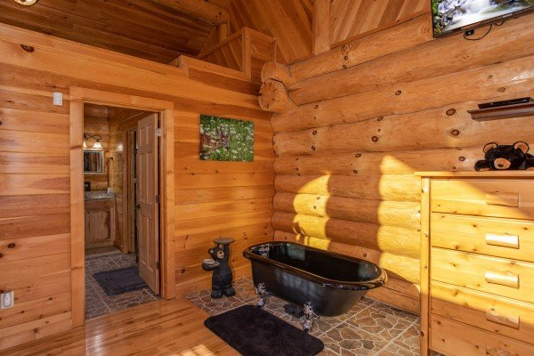 Soaking tub in the king bedroom on the main floor at Great View Lodge, a 5-bedroom cabin rental located in Pigeon Forge