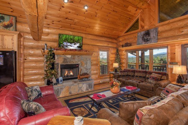 Living room with a fireplace and TV at Great View Lodge, a 5-bedroom cabin rental located in Pigeon Forge