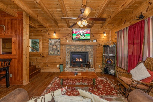 Living room with a fireplace and TV at A Beary Nice Cabin, a 2 bedroom cabin rental located in Pigeon Forge