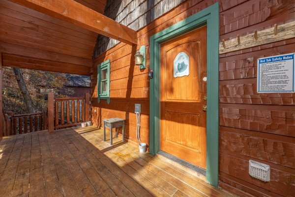 Entrance to the upper deck A Beary Nice Cabin, a 2 bedroom cabin rental located in Pigeon Forge