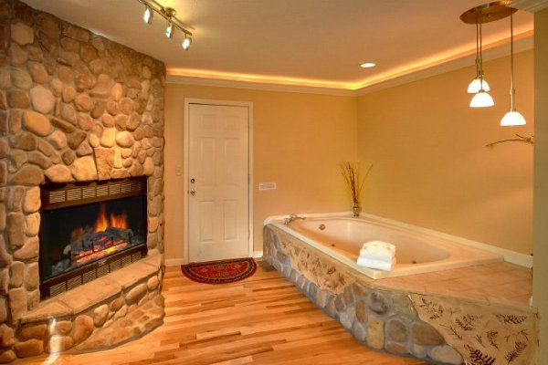 Jacuzzi and fireplace in the bedroom at Eastern Retreat, a 1-bedroom cabin rental located in Gatlinburg