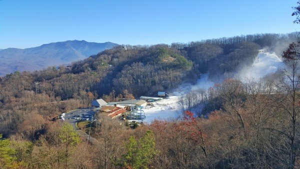 Eastern Retreat, a 1-bedroom cabin rental located in Gatlinburg, is close to Ober Gatlinburg