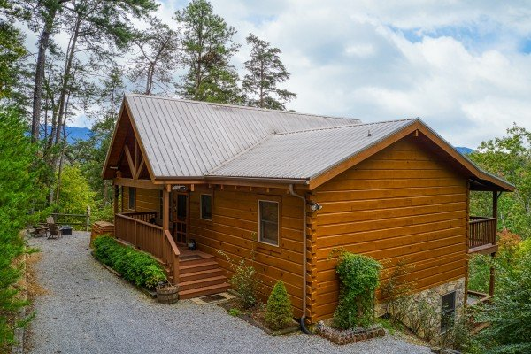 Flat gravel parking and main entrance at Awesome Views, a 4-bedroom cabin rental located in Pigeon Forge
