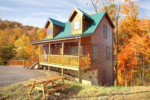 Three floors of space at Bullwinkle's Place, a 1-bedroom cabin rental located in Gatlinburg