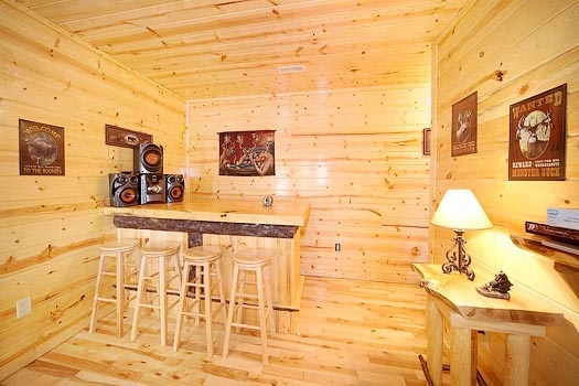 wet bar in the game room with sound system at bullwinkle's place a 1 bedroom cabin rental located in gatlinburg
