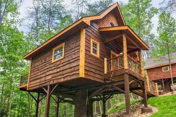 Looking up a the cabin to Pigeon Forge Treehouse, a 1 bedroom cabin rental located in Pigeon Forge