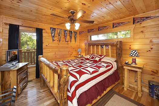 at nascar nation a 2 bedroom cabin rental located in pigeon forge