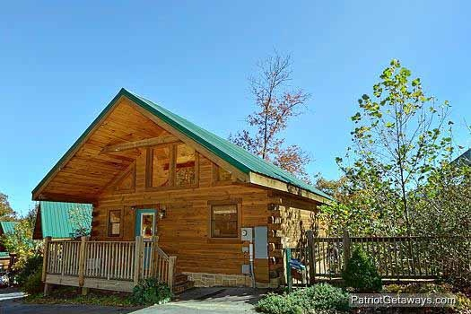 front exterior view at tranquil view a 1 bedroom cabin rental located in gatlinburg