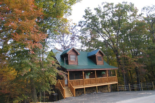Dragonfly, a 2-bedroom cabin rental located in Gatlinburg has plenty of flat parking