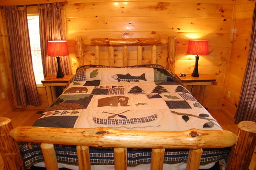 queen sized bed on the third floor of dragonfly a 2 bedroom cabin rental located in gatlinburg