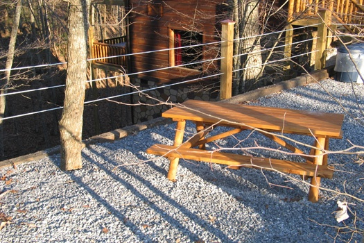 picnic area at dragonfly a 2 bedroom cabin rental located in gatlinburg