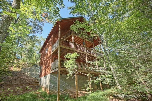exterior view of a moment in time a 2 bedroom cabin rental located in gatlinburg