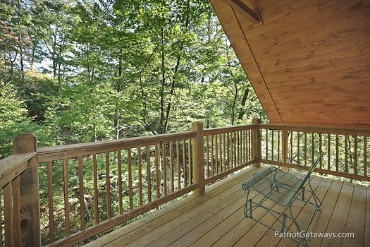 covered deck with bench at a moment in time a 2 bedroom cabin rental located in gatlinburg