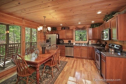 kitchen and dining for four at a moment in time a 2 bedroom cabin rental located in gatlinburg